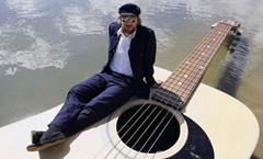 Josh Pyke Guitar Boat