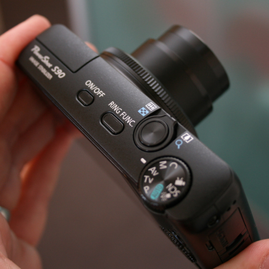 Canon PowerShot S90 Top