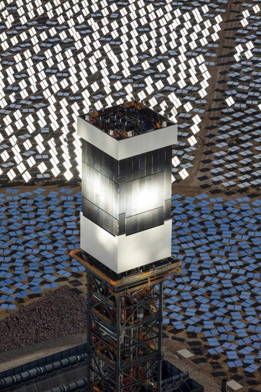 Largest_Solar_Plant_Uses_Towers_And_Steam