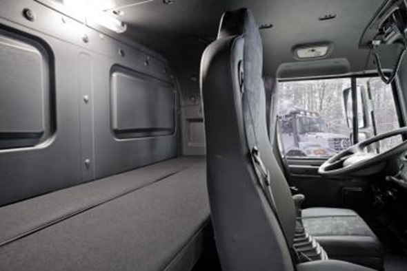 Mercedes_Zetros_6x6_Cabin
