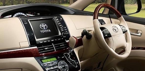 2015-Toyota-Estima-interior