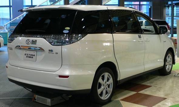 Toyota_Estima_hybrid_van