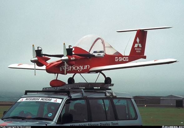 cri-cri-worlds-smallest-twin-engine-plane-1
