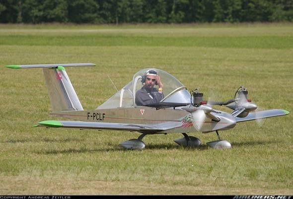 cri-cri-worlds-smallest-twin-engine-plane-6