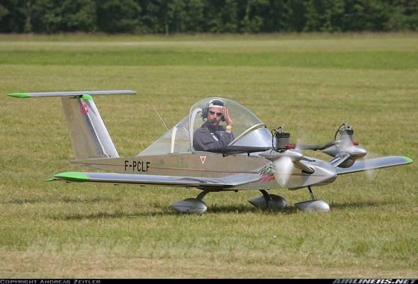cri-cri-worlds-smallest-twin-engine-plane-6