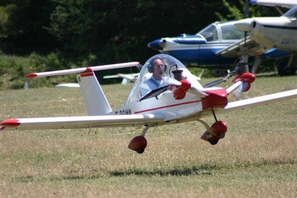 cri-cri-worlds-smallest-twin-engine-plane-7