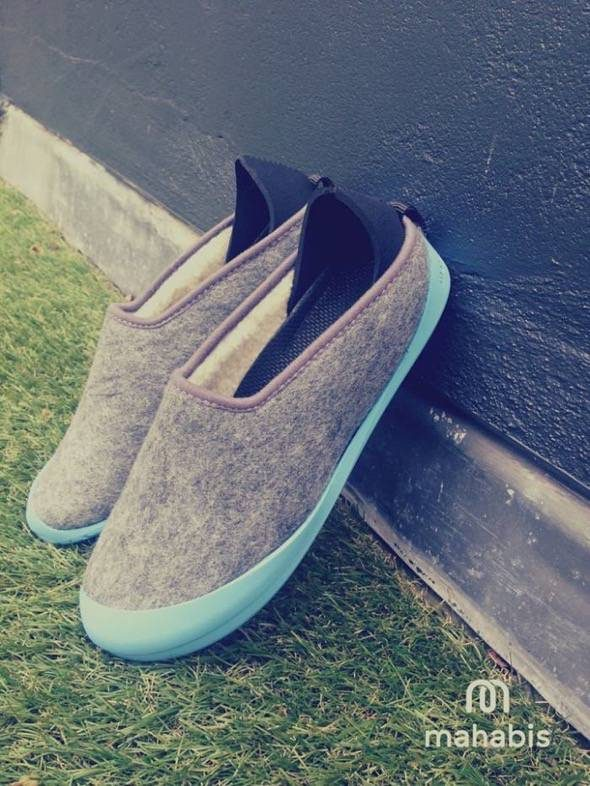 mahabis-slippers-light-skien-grey-and-blue-soles