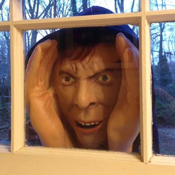 scary-peeper-window-creeper