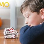 anki-cozmo-robot-playing
