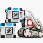 anki-cozmo-robot-stacking-blocks