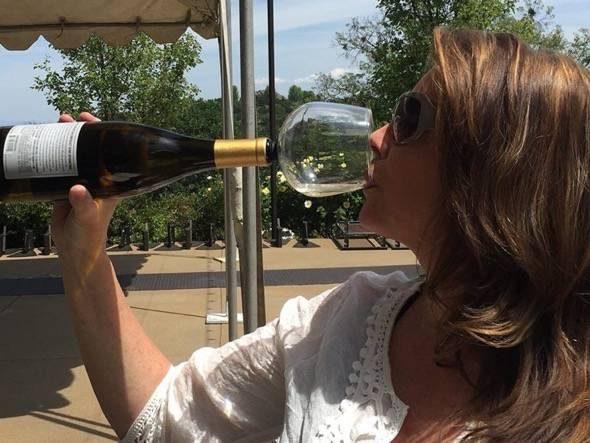 guzzle-buddy-wine-glass