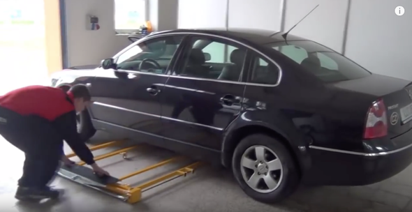 autolift-3000-tiny-car-lift-2