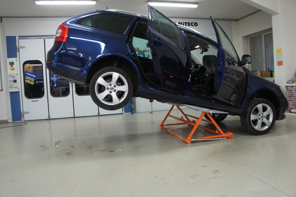 autolift-3000-tiny-car-lift-4