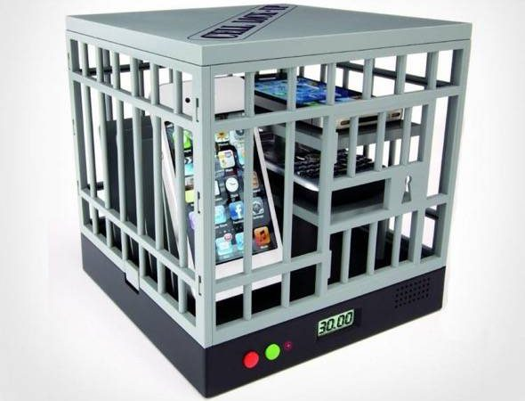 cell-phone-cage-to-lock-phones-from-being-used