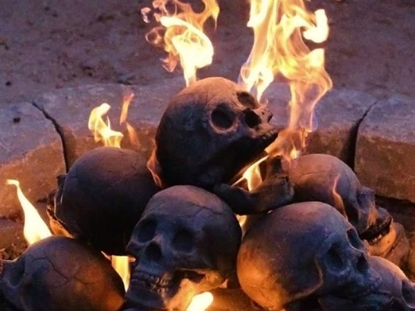 human-skull-fireplace-logs