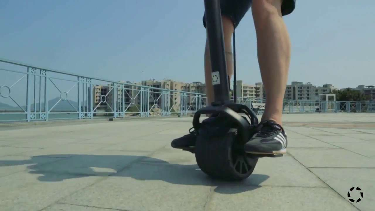 Kiwano KO1 Scooter Riding