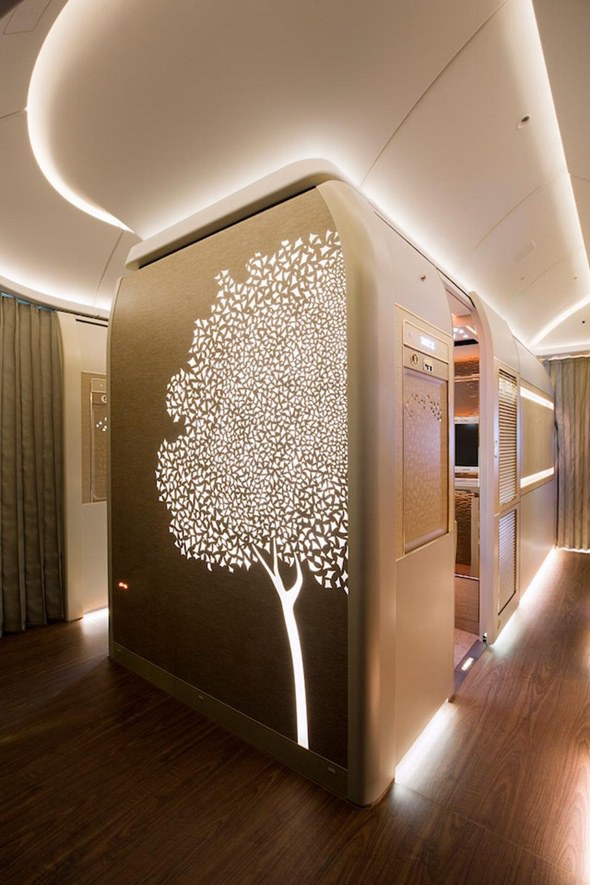 emirates-first-class-suites-hallway