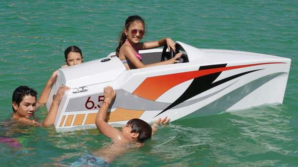 jimboat-electric-mini-boat-for-kids-In-Water