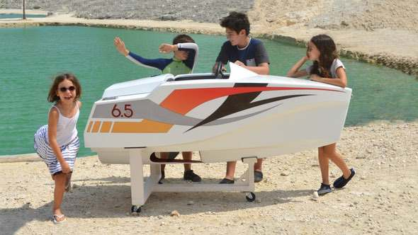 jimboat-electric-mini-boat-for-kids-stand