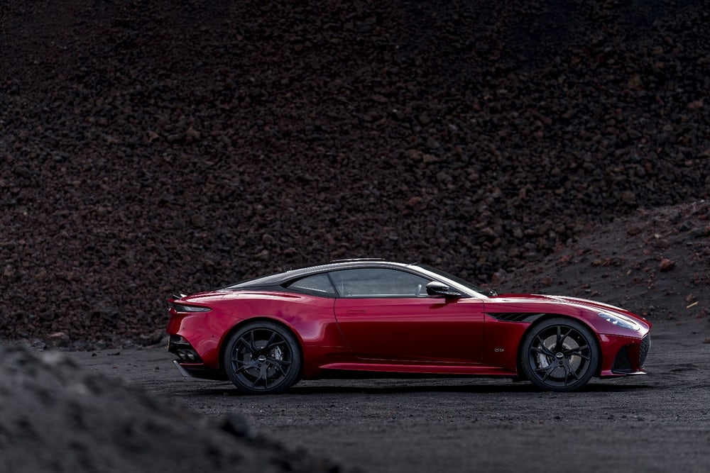 Aston Martin DBS Superleggera Sideview