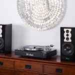 mcintosh-mti100-turntable-integrated-amp-bluetooth-with-speakers