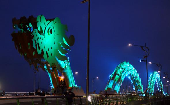 LED Dragon Bridge