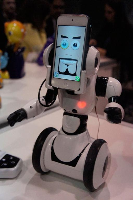 Robome Uses Iphone For Robot Face Gadgetking Com